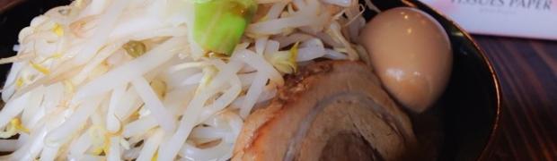 川口イオン近く、ワンピース好きの二郎系インスパイア店「麺や 豚髭」!!まさかの野菜ちょい増しで1キロ弱!!