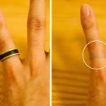 長時間、金色のリングを着けた時にできる青い跡の原因と落とし方